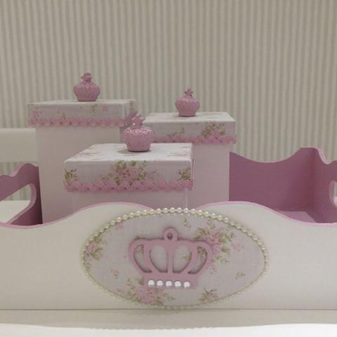 Kit com coroas rosa e strass👑👑👑 #coroas #strass #kithigiene #bebe #baby #tecidofloral