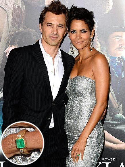 Halle Berry, Olivier Martinez, engagement ring (4 ct emerald)