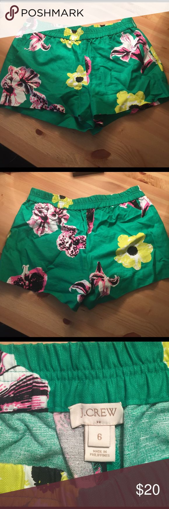 J Crew Women's Floral Shorts Size 6 I love these J Crew floral shorts. They have an elastic banded waist are are super comfy. They match really well with a black t-shirt for a night out in the summer time. They have two front pockets and have never been worn! NO TRADES PLEASE. Size 6 and true to size. J. Crew Shorts