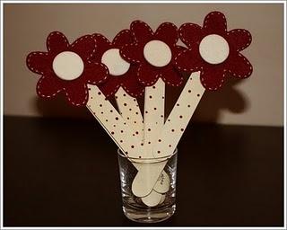 Segnalibri a forma di fiore con stoffa e bastoncino di gelato