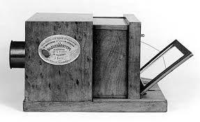002 - La historia de la fotografía empieza oficialmente en el año 1839, con la divulgación mundial del primer procedimiento fotográfico: el daguerrotipo