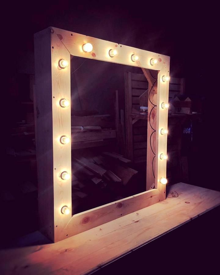 Homemade Vanity Mirror With Lights : Best 25+ Mirror with led lights ideas on Pinterest Led mirror, Mirror vanity and Light up ...