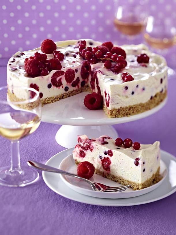 Cream cheese berry cake with biscuit crumbs floor  – Kuchen