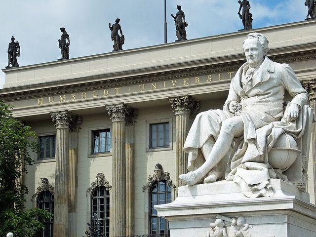 #Humboldt vor seiner Uni, Berlin Foto von Dierk Schaefer
