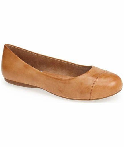 """7 Stylish Flats With Arch Support 