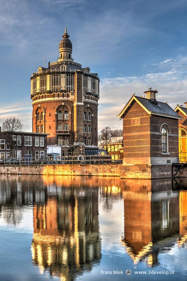 Le Château d'Eau à De Esch à Rotterdam a été construite en 1871-1873 à un projet de l'architecte C. B. van der Tak et est le plus ancien château d'eau restant dans les Pays-Bas. Le chateau et un certain nombre de salles et bassins ont été intégrés dans le nouveau quartier résidentiel qui a été construit sur le site. Dans le chateau, un monument national, sont maintenant des bureaux et un restaurant.