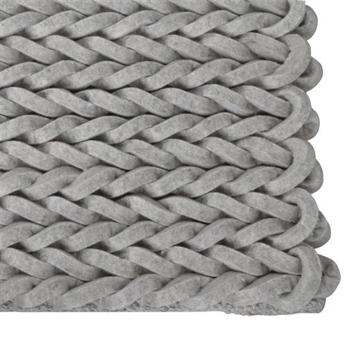 Het Zuiver Carpet nienke is prachtig geweven en zorgt dankzij het patroon voor een uniek effect in elke woonruimte. Dit vloerkleed van Zuiver is vervaardigd van 100 procent wol vilt en volledig met de hand geweven. Verkrijgbaar in diverse kleuren.