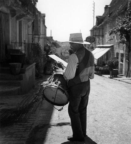 Atelier Robert Doisneau I Site Officiel  //  Le garde champêtre de Domme.  Dordogne, 1937.