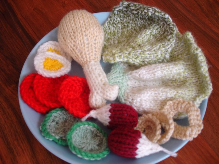 My knitted chicken drumstick salad which includes lettuce, sliced egg, tomatoes, cucumber, radishes and onion rings Available to purchase from barginspls on eBay