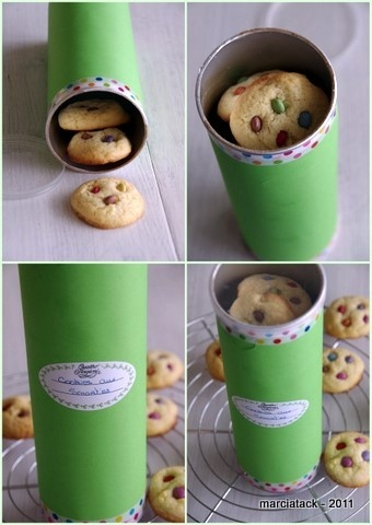 Decorate a Pringles can with pretty paper and ribbon, add homemade cookies.  Awesome idea for coworker gifts next Christmas!
