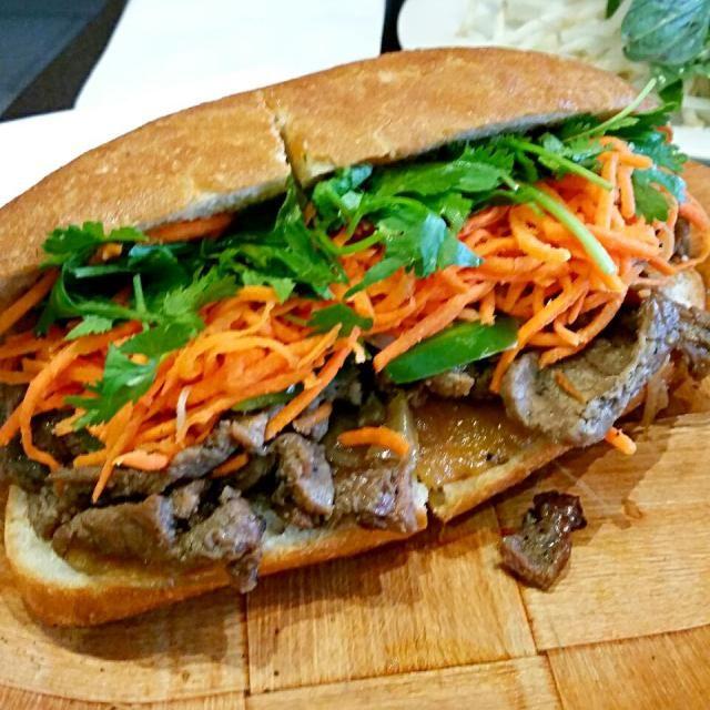 ベトナムサンドイッチ - 123件のもぐもぐ - Lemongrass beef banh mi by Juliee ~ ジュリー