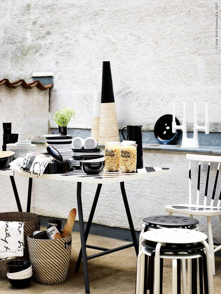 Färgstarkt med svartvitt | Redaktionen | inspiration från IKEA: Life At Home, Inspiration Ikea, Black And White, From Ikea, Living Room, Black White, Inspired By, Blogg Wwwlivethemmaikea, Ikea Livet