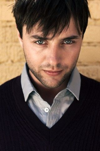I made a weird squealing noise when I found this one. #VincentKartheiser #PeteCampbell #MadMen