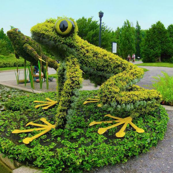 Amazing Topiary: Topiary Gardens & Plant Sculptures
