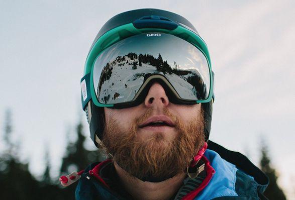 A Topo Designs se juntou com a empresa, Giro, para criar uma coleção de equipamento para neve, com belos capacetes e óculos de proteção que unem a mais recente tecnologia com a estética de um produto clássico do Topo Designs. A Coleção