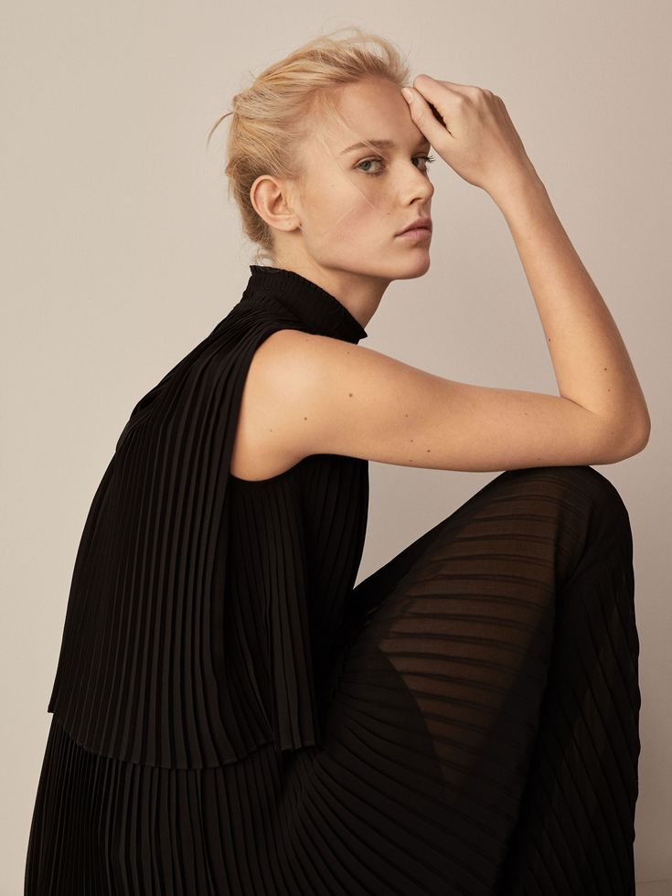 Spring Summer 2018 Women´s PLEATED DOUBLE LAYER DRESS at Massimo Dutti for 89.95. Effortless elegance!