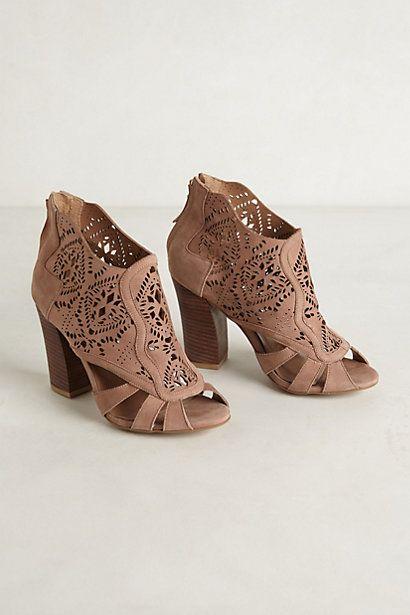 sandale marron cuir perforé motifs
