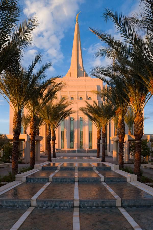 "Mormonism in Pictures: The Gilbert Arizona Temple, House of the Lord. @BroSimonSays {brosimonsays.wordpress.com}, ""GREAT collection of photos from the Gilbert Arizona Temple!"" ""Mormonism in Pictures"" is a photo essay feature from Mormonnewsroom.org depicting The Church of Jesus Christ of Latter-day Saints and its members around the world. Today we feature photos of the newly constructed Gilbert Arizona Temple."