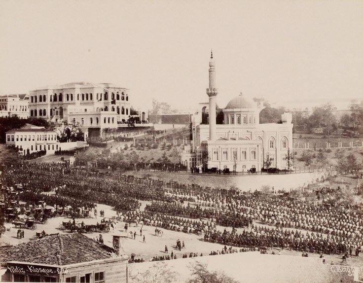 Yıldız'da Cuma Selamlığı (1886-89) Henüz Yıldız Saat Kulesi inşa edilmemiş.#Besiktas #istanbul