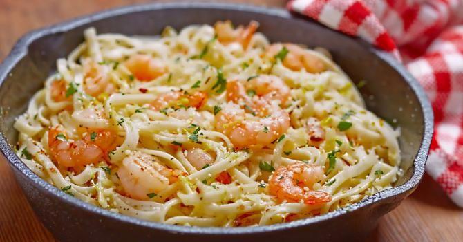 Recette de Spaghetti aux crevettes safranées et sauce soja. Facile et rapide à réaliser, goûteuse et diététique. Ingrédients, préparation et recettes associées.