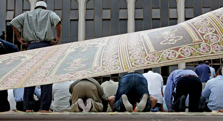 Muslims prepare to pray at Central London Mosque - Reuters