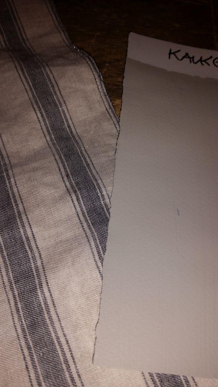 Kalkgrå mot gardin
