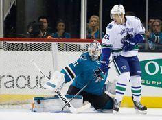 San Jose Sharks goaltender Martin Jones makes a pad save (Sept. 29, 2015).