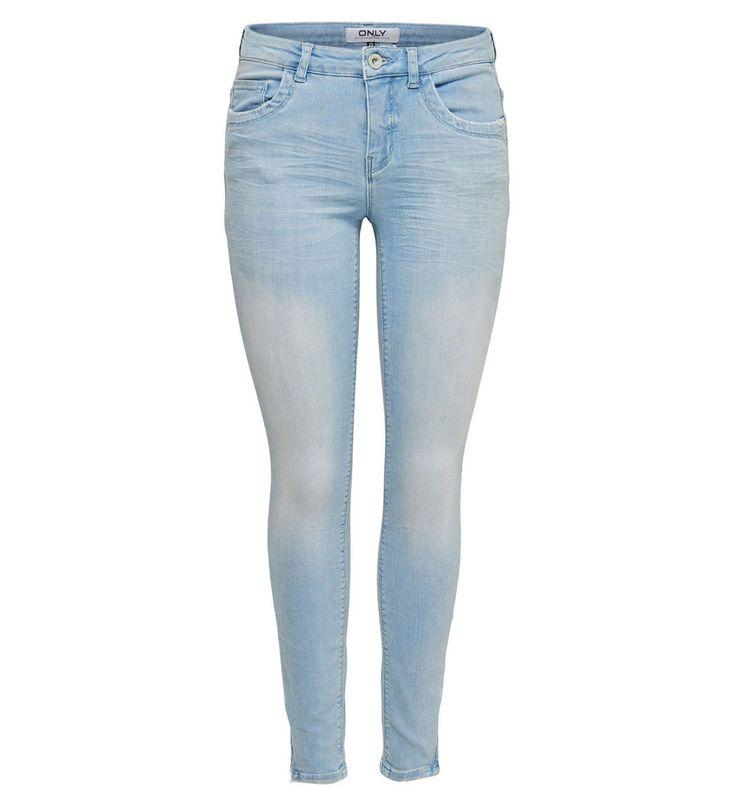 Only skinny jeans Kendell in de kleur licht denim blue in een slim fit uitvoering met ritssluiting. Deze five pocket jeans heeft ook ritsjes onderaan de pijpen voor een uniek accent. De jeans is gemaakt van 84% katoen, 14% polyester, 2% elasthan. Door de stretchstof zit de spijkerbroek comfortabel en kun je hem zowel casual als zakelijk dragen. Onze gehele collectie hippe en trendy skinny jeans vindt je hier http://www.nummerzestien.eu/dames/jeans/skinny-jeans/