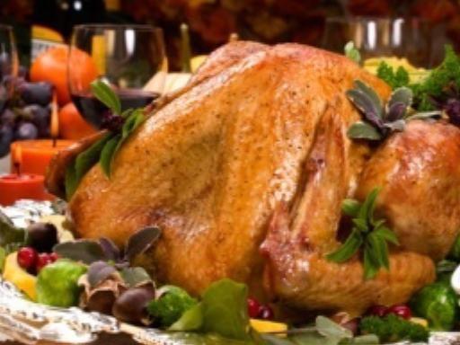 Oie farcie au foie gras et aux marrons : Recette d'Oie farcie au foie gras et aux marrons - Marmiton