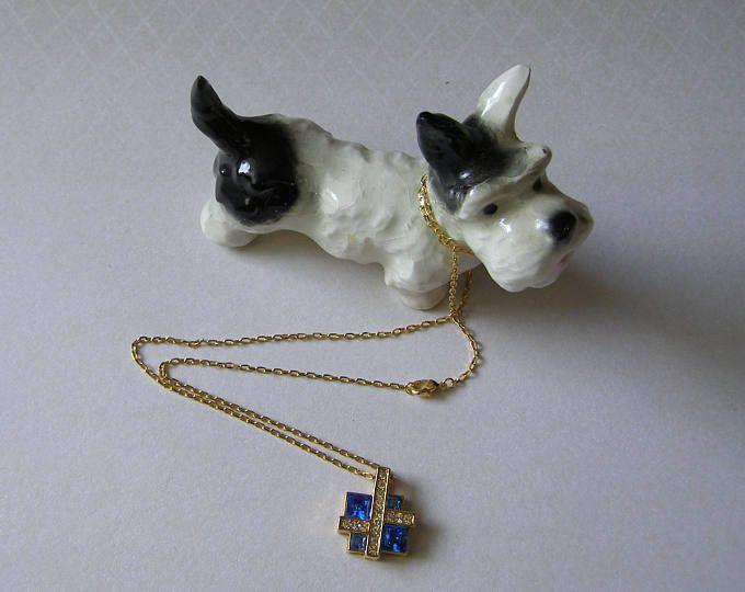 Collier/Chaine + pendentif/http://lesreinesdushopping.blogspot.fr/ pierres bleues et strass/bijoux 80s/antiquityfrench/collier Médaillon