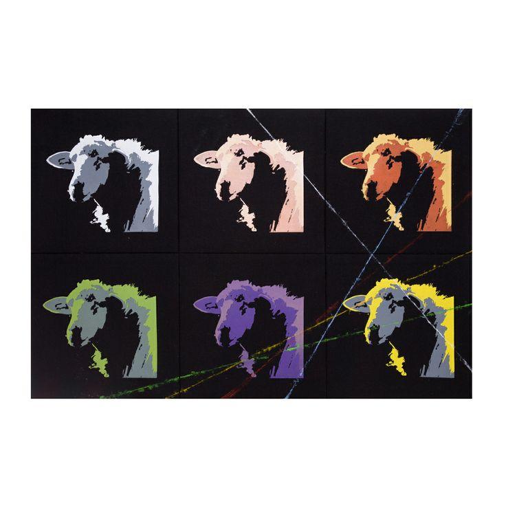 """""""comenti de Marilyn"""" Opera di Gigi Meli. Materiali: orbace, inchiostri serigrafici per tessuti, struttura in legno"""
