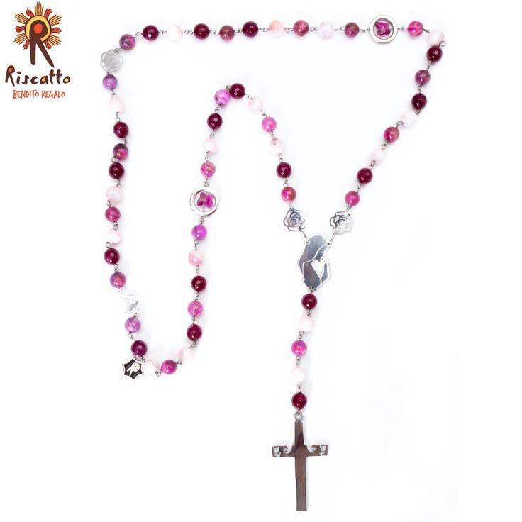 Rosario enargollado en acero con piedras gata morada, y rosa; con separador en mariposas de swarosvky, con Virgen y Cruz en Acero