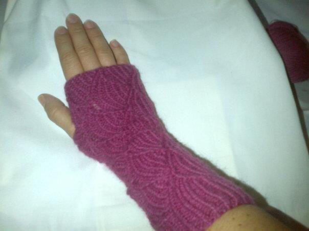 guante sin dedos tejido con 4 palillos