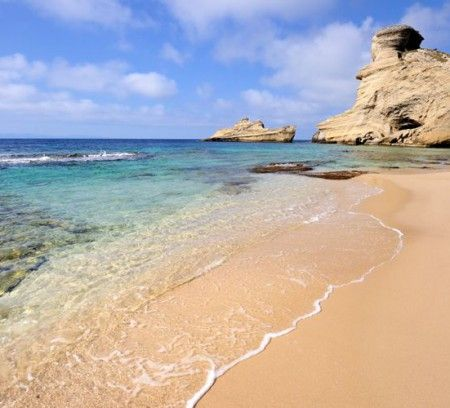 Paysages sublimes, température plus que clémente et plages de rêve… La Corse, c'est un peu comme si nous étions déjà sous le soleil des Tropiques mais à seulement deux heures de vol de Paris. Petit tour d'horizon avec notre sélection...