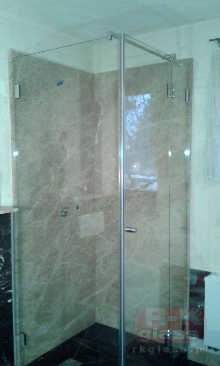 Szklana kabina prysznicowa to wygodne i dobrze prezentujące się rozwiązanie do Twojej łazienki.