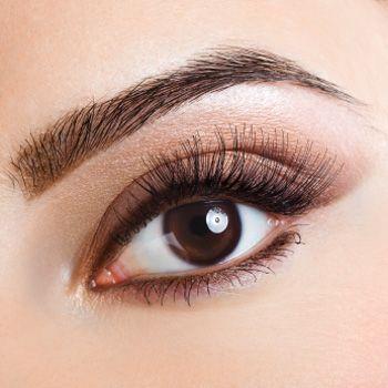 hnedé oči.