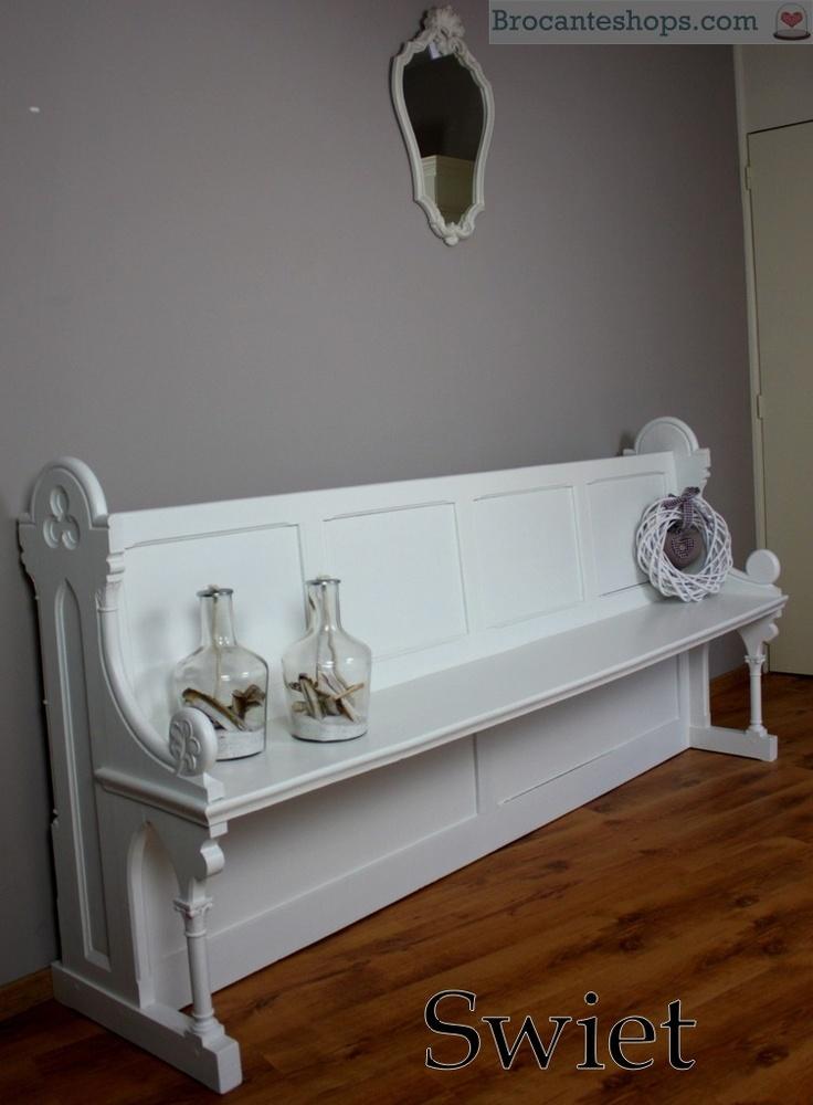 5903 Antieke witte houten brocante kerkbank halbank bank