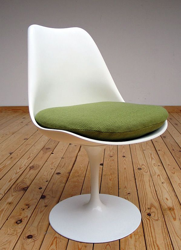 Eero Saarinen Tulip Chair 1957 Knoll international | 20th century Modern online gallery. Featuring a large and varied selection of vintage design and architect furniture. | Shipping worldwide | http://www.furniture-love.com/vintage/furniture/
