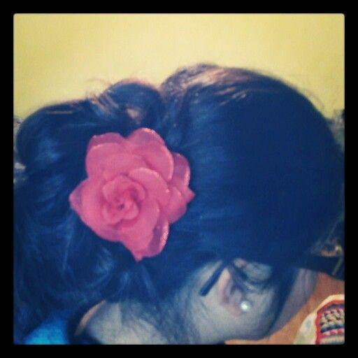 Peinado un tanto desordenado! By Carolina Barrera! #me #hair #flowers