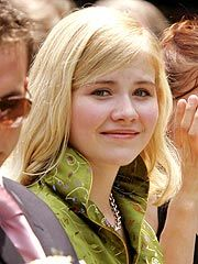 Beautiful Elizabeth Smart, a young kidnapping victim, is now married.  She has such strength of character.