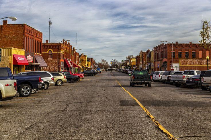 https://flic.kr/p/BbFxN5 | Main Street America Anadarko, Oklahoma | Main street in Anadarko, Oklahoma. Small town in western Oklahoma.