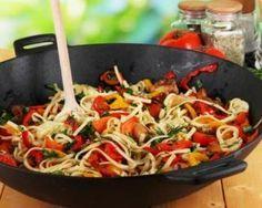 Légumes sautés à la sauce soja : http://www.fourchette-et-bikini.fr/recettes/recettes-minceur/legumes-sautes-la-sauce-soja.html