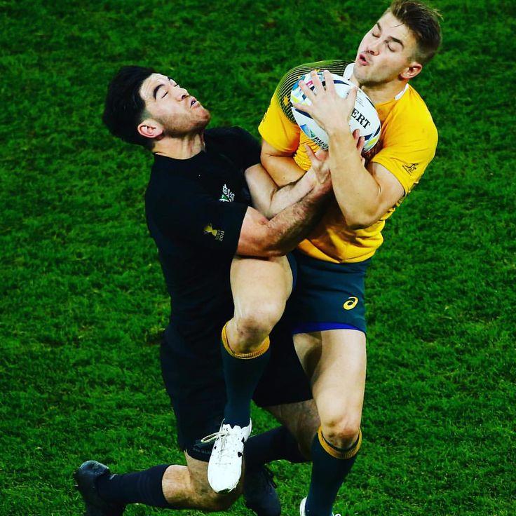 AIR BALL @allblacks v @wallabies #NZLvAUS #RWC2015 #RWCFinal