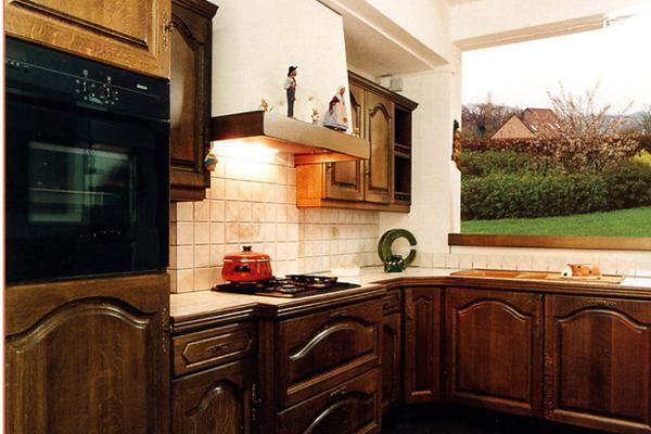 cuisine rustique bretonne d 39 un bois fonc pour un air de. Black Bedroom Furniture Sets. Home Design Ideas