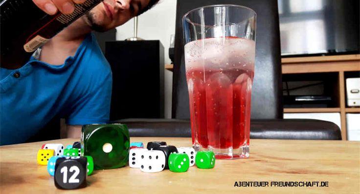 Unsere Top 5 Würfel-Trinkspiele für Partys und zuhause: Mit diesen Trinkspielen wird jeder Abend zu zweit oder mit Freunden super! Kennst du sie schon?