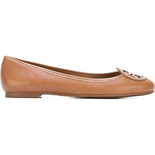 Tory Burch Logo Ballerinas (435 NZD) ❤ liked on Polyvore featuring shoes, flats, brown, brown ballet flats, ballerina shoes, ballerina flats, tory burch shoes and brown flats