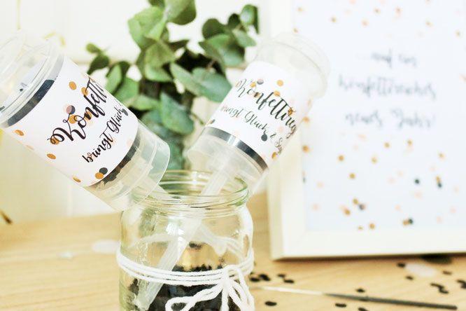 """Bild: DIY Konfetti-Popper einfach selber machen, ein schönes DIY Geschenk für die Hochzeit, zum Geburtstag oder Silvester, mit Freebie für Banderole """"Konfettiregen bringt Glück"""