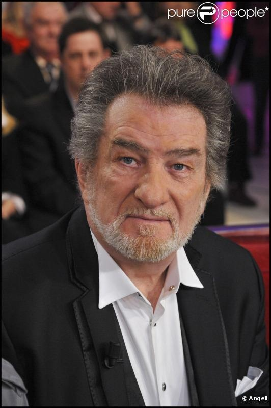Eddy Mitchell de son vrai nom Claude Moine, né le 3 juillet 1942 à Paris (quartier de Belleville), est un chanteur, parolier et acteur français.
