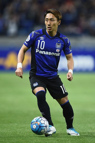Shu Kurata 00 looks to pass the ball during the AFC Champions League Group H match between Gamba Osaka v Adelaide United at Suita City Football Stadium on April 25, 2017 in Suita, Japan.