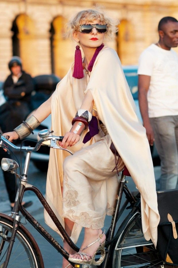 Catherine Baba is fabulous on a bike: Fashion, Bike, Catherine Baba, Street Style, Street Styles, Citizen Couture, Bicycle